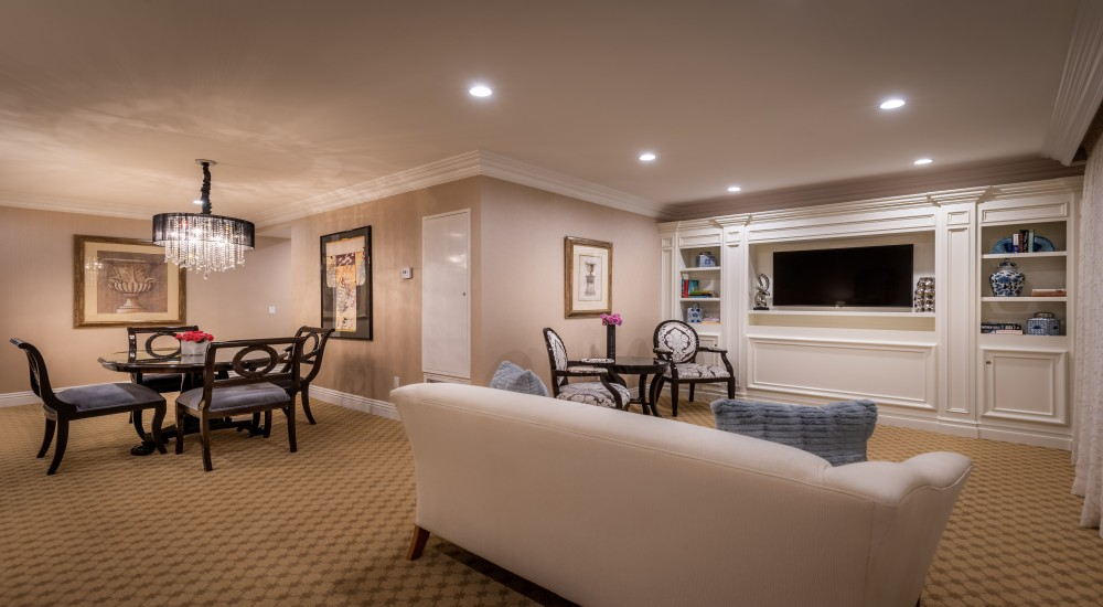 ACCESSIBLE ONE BEDROOM LUXURY SUITE KING