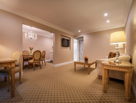 Beverly Hills Plaza Hotel & Spa - Deluxe Suite