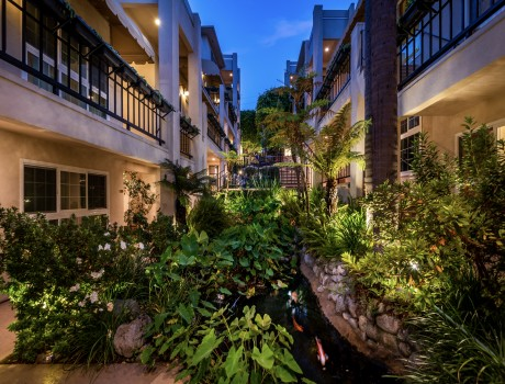 Beverly Hills Plaza Hotel & Spa - Hotel Courtyard